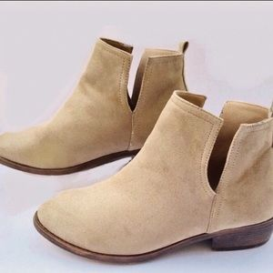 """Journey Collection""""Rimi""""Faux Suede 8.5 Ankle Boots"""